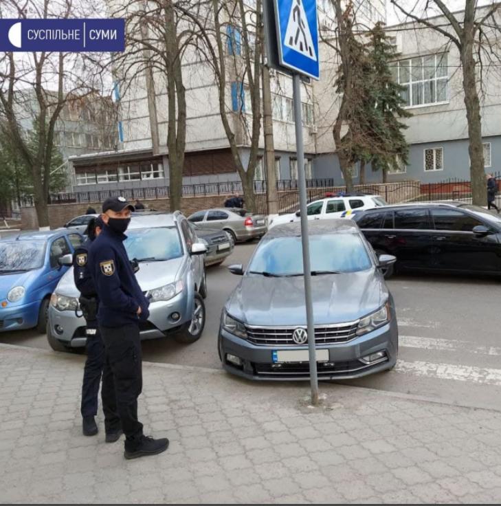 У Сумах полковник поліції припаркувався на «зебрі», фото-1