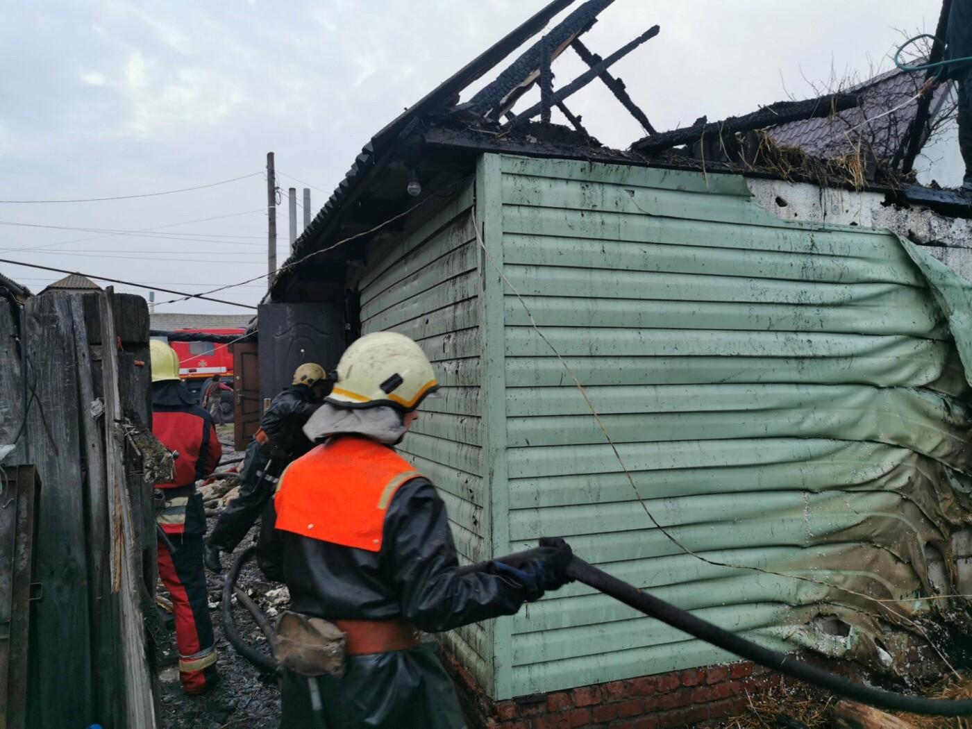Під Сумами гасили пожежу в житловому секторі, фото-1