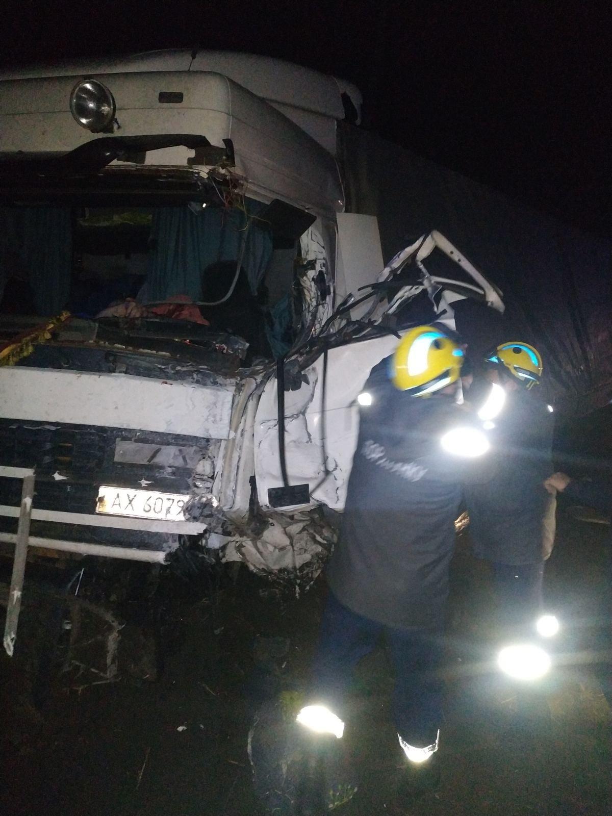 Тіла загиблих водіїв у ДТП під Сумами з понівечених авто діставали рятувальники, фото-1