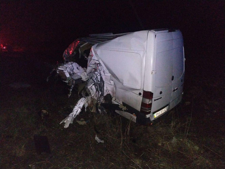 Тіла загиблих водіїв у ДТП під Сумами з понівечених авто діставали рятувальники, фото-3
