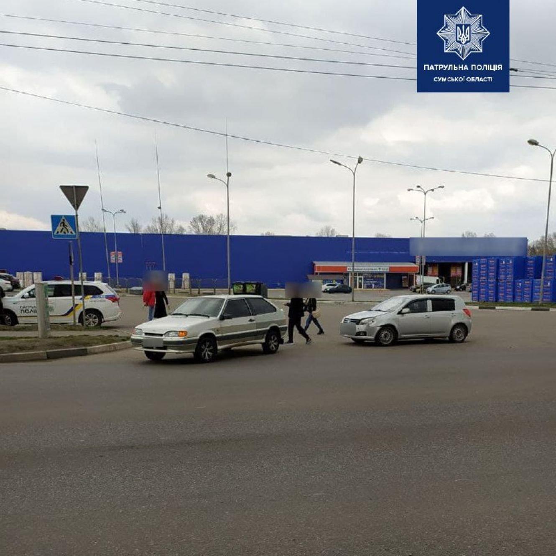 У Сумах біля АЗС сталася ДТП, фото-1