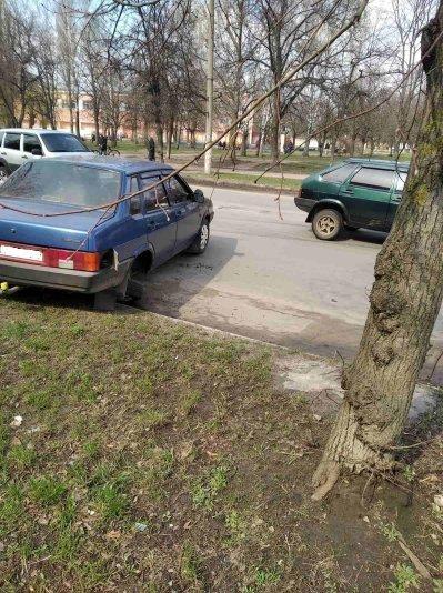 На Сумщині нетверезий за кермом ЗАЗ Vida не розминувся з автомобілем, що не рухався, фото-2