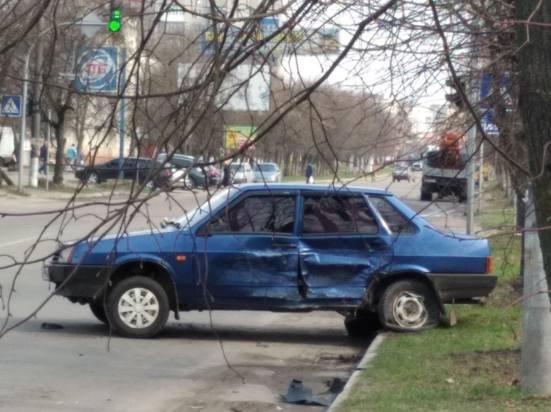 На Сумщині нетверезий за кермом ЗАЗ Vida не розминувся з автомобілем, що не рухався, фото-3