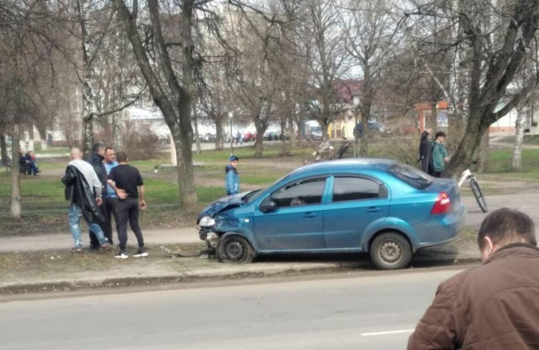 На Сумщині нетверезий за кермом ЗАЗ Vida не розминувся з автомобілем, що не рухався, фото-1
