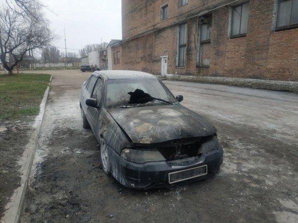 Під Сумами на ходу загорілася автівка, фото-1