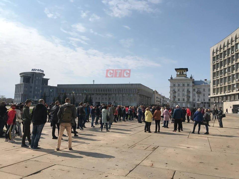 Сумські підприємці чекають під міськрадою на рішення обласної комісії ТЕБ та НС , фото-1