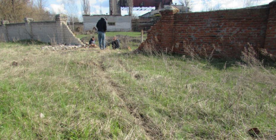 На Сумщині автівка знесла цегляну огорожу ТЕЦ, фото-2