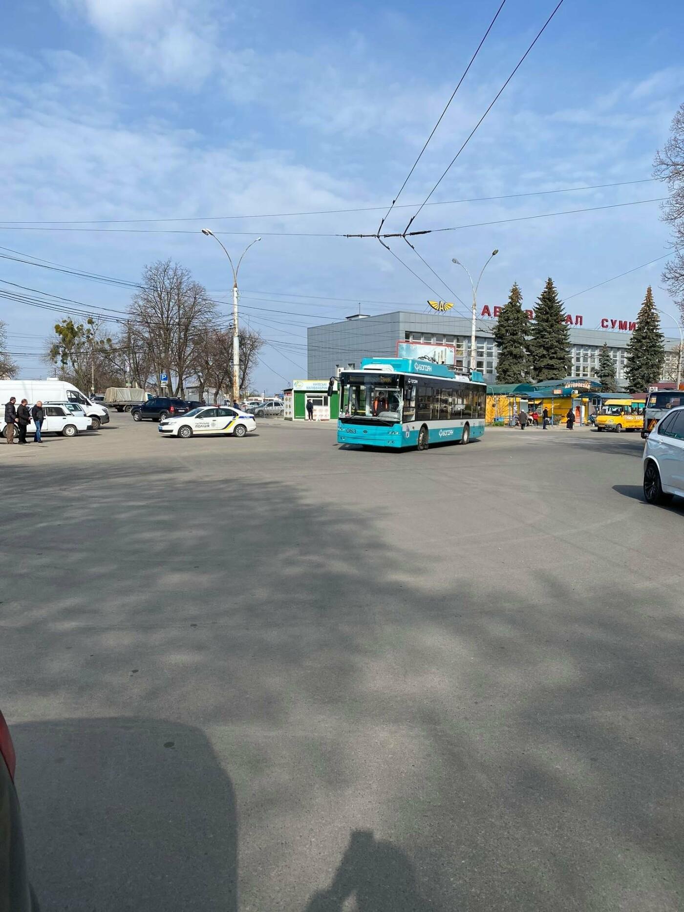 У Сумах біля автовокзалу тролейбус потрапив у ДТП, фото-1
