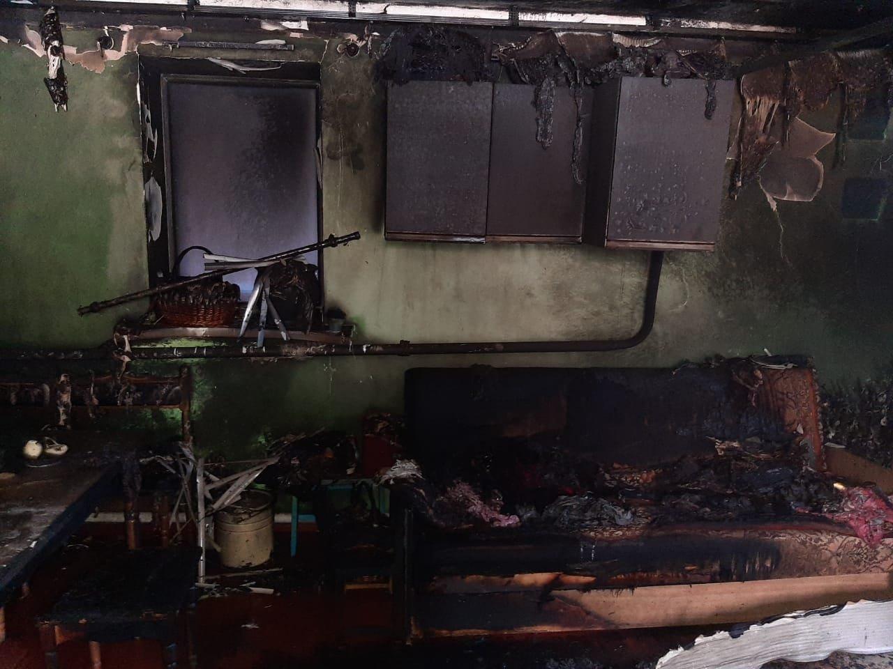 Жителю Старого Села під Сумами підпалили кухню та автомобіль, фото-2