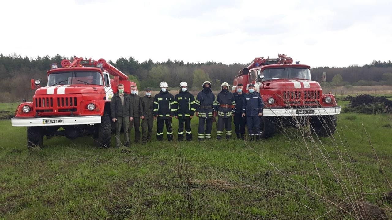 На Сумщині рятувальники спільно з лісниками ліквідували умовну пожежу лісового масиву, фото-4
