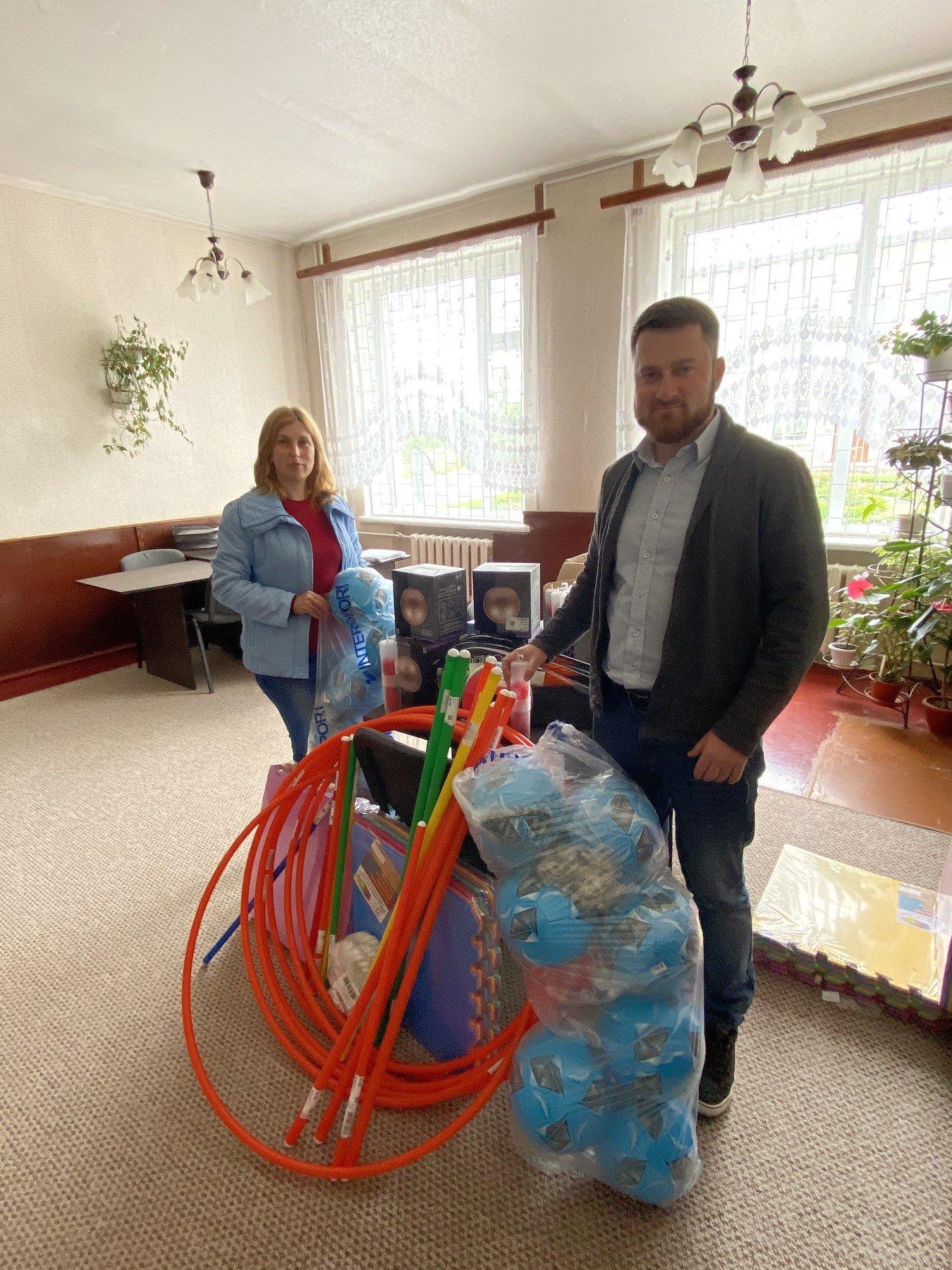 Благодійний Фонд Олександра Ємця передав спорт інвентар Боромлянському НВК, фото-2