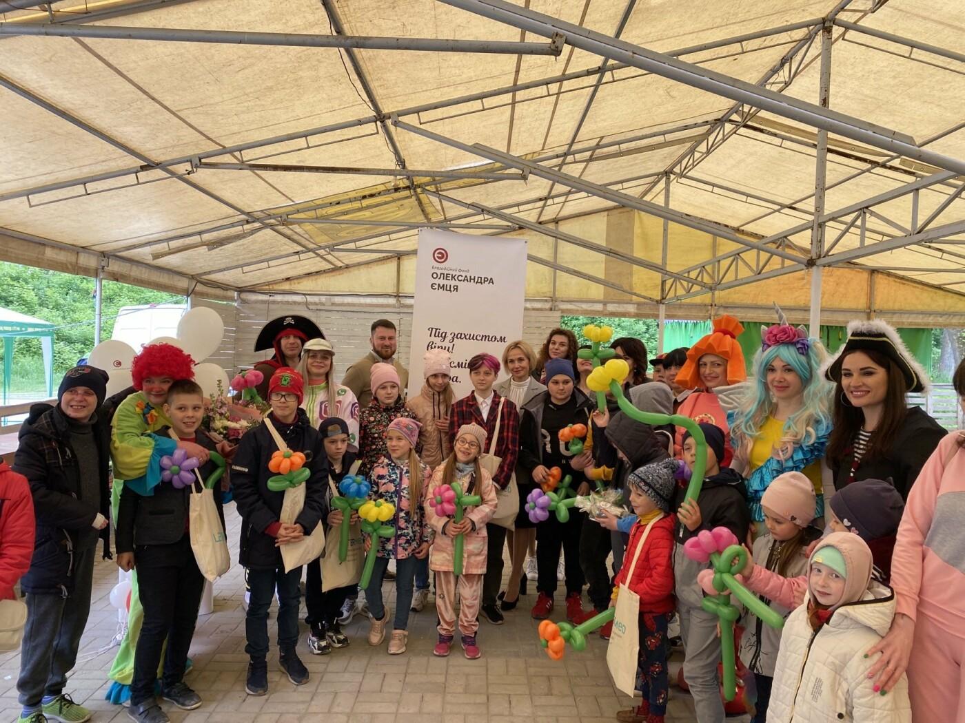 Благодійний Фонд Олександра Ємця разом з міським головою Олександром Лисенко привітали дітей зі святом, фото-1