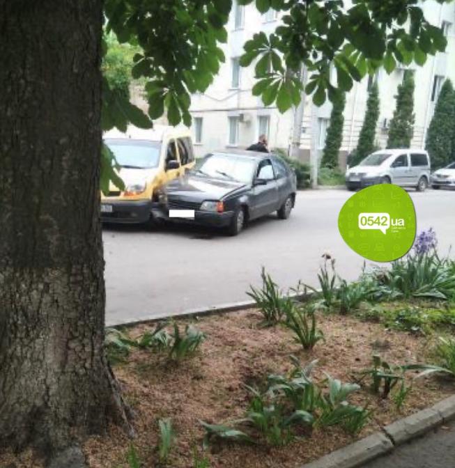 У Сумах зіткнулися дві автівки (фотофакт), фото-1