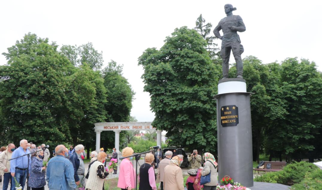 У Сумах вшанували ратний подвиг легендарного маршала авіації Івана Кожедуба, фото-1