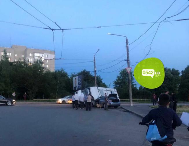 У Сумах під час ДТП перекинулась маршрутка, фото-2