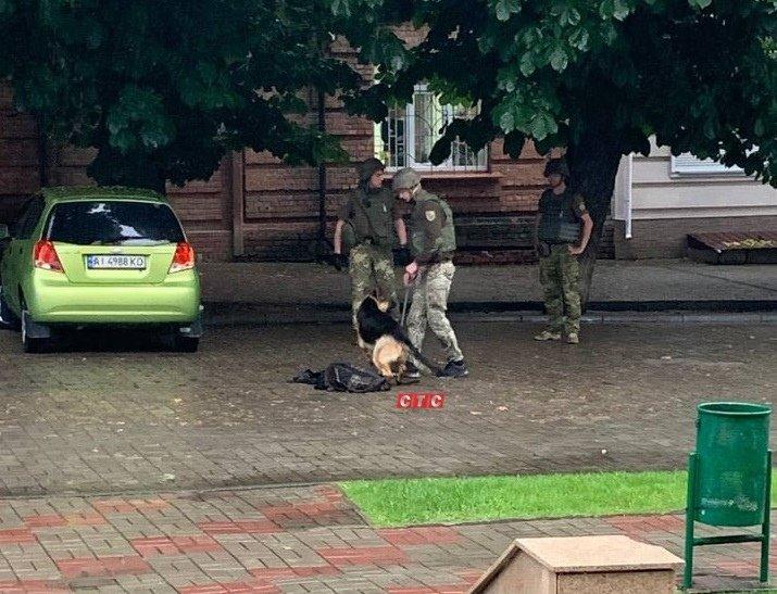 Біля Зарічного райсуду в Сумах знайшли пістолет, фото-1
