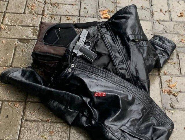Біля Зарічного райсуду в Сумах знайшли пістолет, фото-2