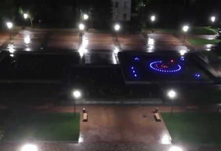У Сумах серед ночі включився фонтан на Театральній. Фотофакт, фото-1